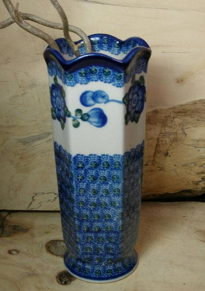 sorted-according-to-form-pottery-1-vase-vase-185-cm-high