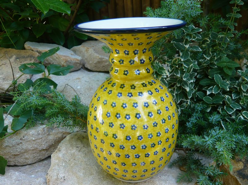 sorted-according-to-form-pottery-1-vase-vase-23-cm-high